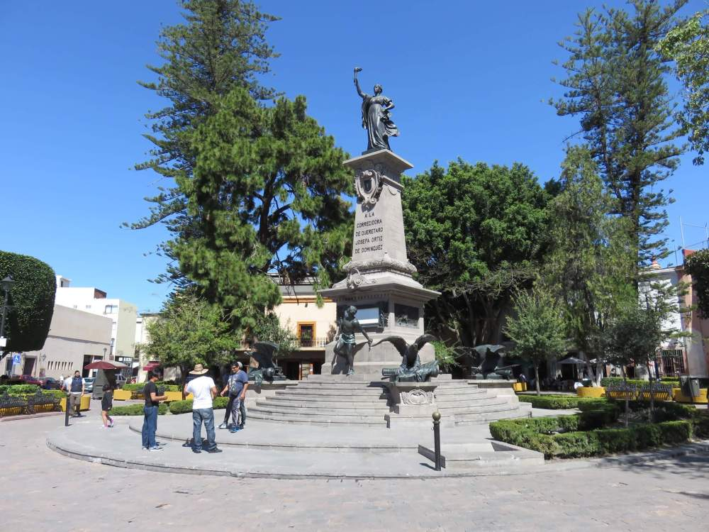 La Corregidora statue