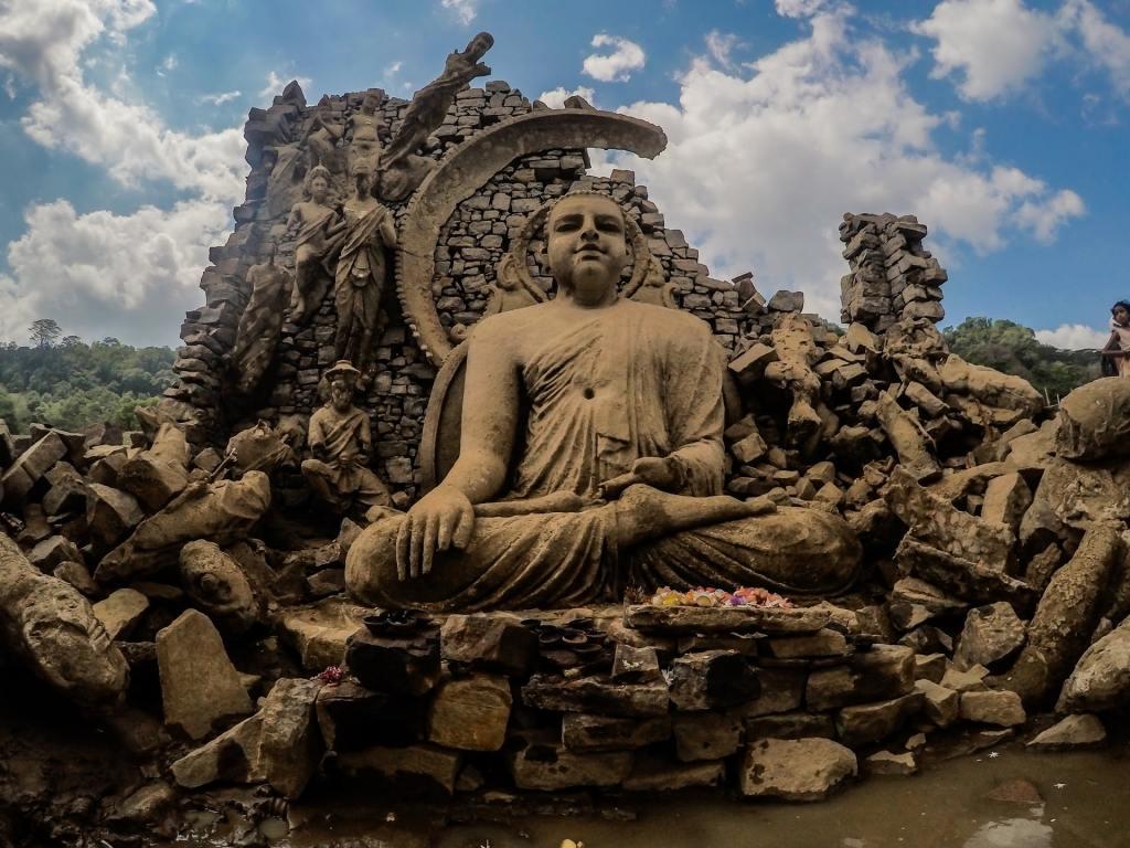 Buddha statue and ruins at Nuwara Eliya